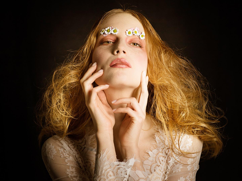 Categories: Fashion Glamour Portrait; Photo: RAFFAELE AURITI; Mua: MARZIA CRISTINO; Hair: INTESTA PARRUCCHIERI; Model: GIORGIA COCCIA; Location: Specialkrome, via Ravenna, 14 – PESCARA (PE)
