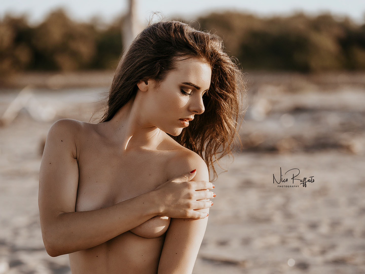 Categories: Boudoir & Nude, Glamour, Portrait; Photo: NICO RUFFATO; Model: LUCREZIA GARDIN; Location: Spiaggia di Porto Caleri, Rosolina, RO, Italia