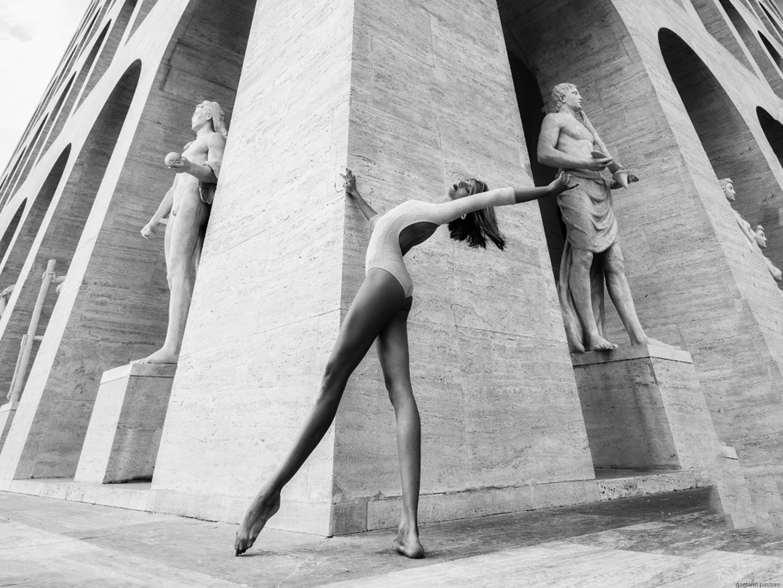Categories: Fine Art, Glamour, Portrait, Sport; Ph. GAETANO PASTORE; Model: SOFIA MACINANTI; Location: Palazzo della Civiltà Italiana, Quadrato della Concordia, Roma, RM