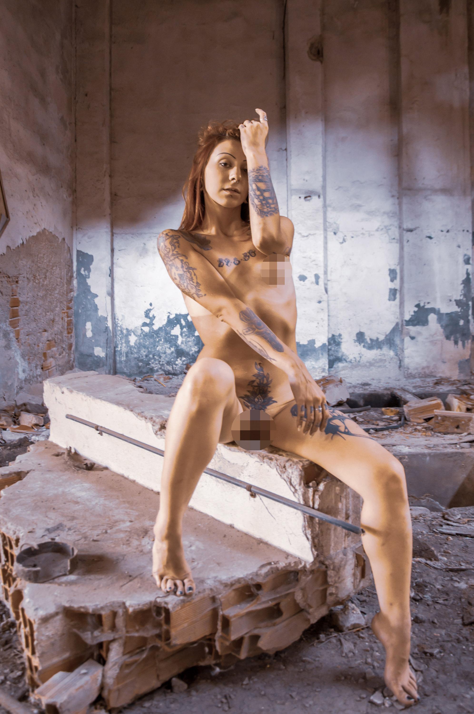 Categories: Boudoir & Nude, Portrait; Photo: ALESSIO CUNEGO; Model: __frederique__; Location: Ex Necchi, Viale della Repubblica, Pavia, PV