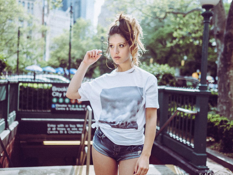 Categorie: Boudoir & Nude, Glamour, Portrait; Model: MICAELA CHIARO; Ph: ANDREA SARTORE; Lingerie: Calzedonia; Location: New York, Stati Uniti