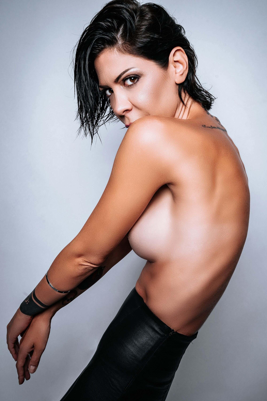 Categorie: Boudoir & Nude, Glamour, Portrait; Model: NAUSICA CARDONE; Ph. STEFANO AQUILANO; MUA: JONATHAN TABACCHIERA; Brand: GIOSELIN; Location: Francavilla al Mare, CH