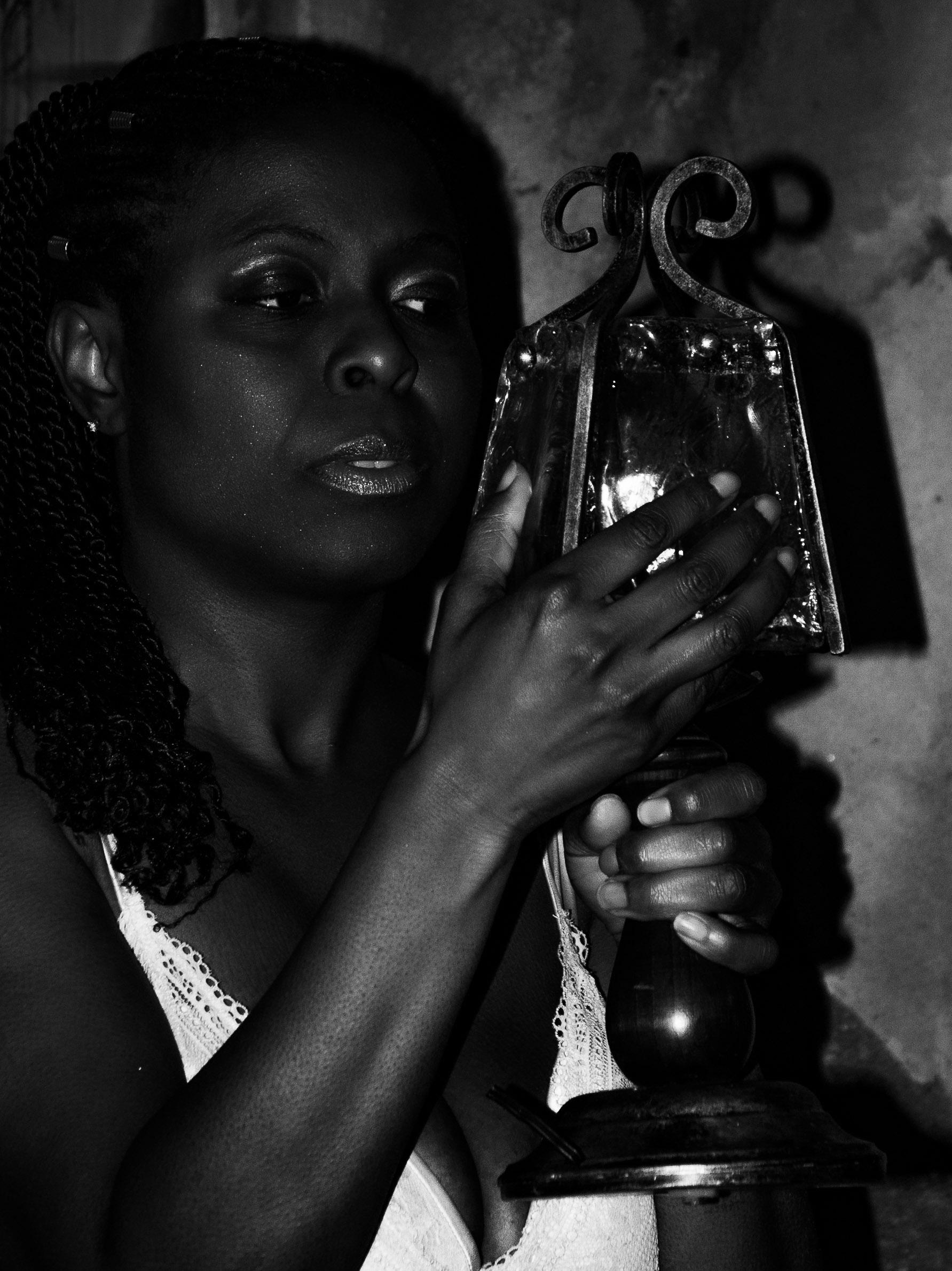 Categorie: Fine Art, Portrait; Photo: ALESSIO CUNEGO; Model & MUA: _dark_lady34; Location: Ex manicomio di Mombello – LIMBIATE (MI)