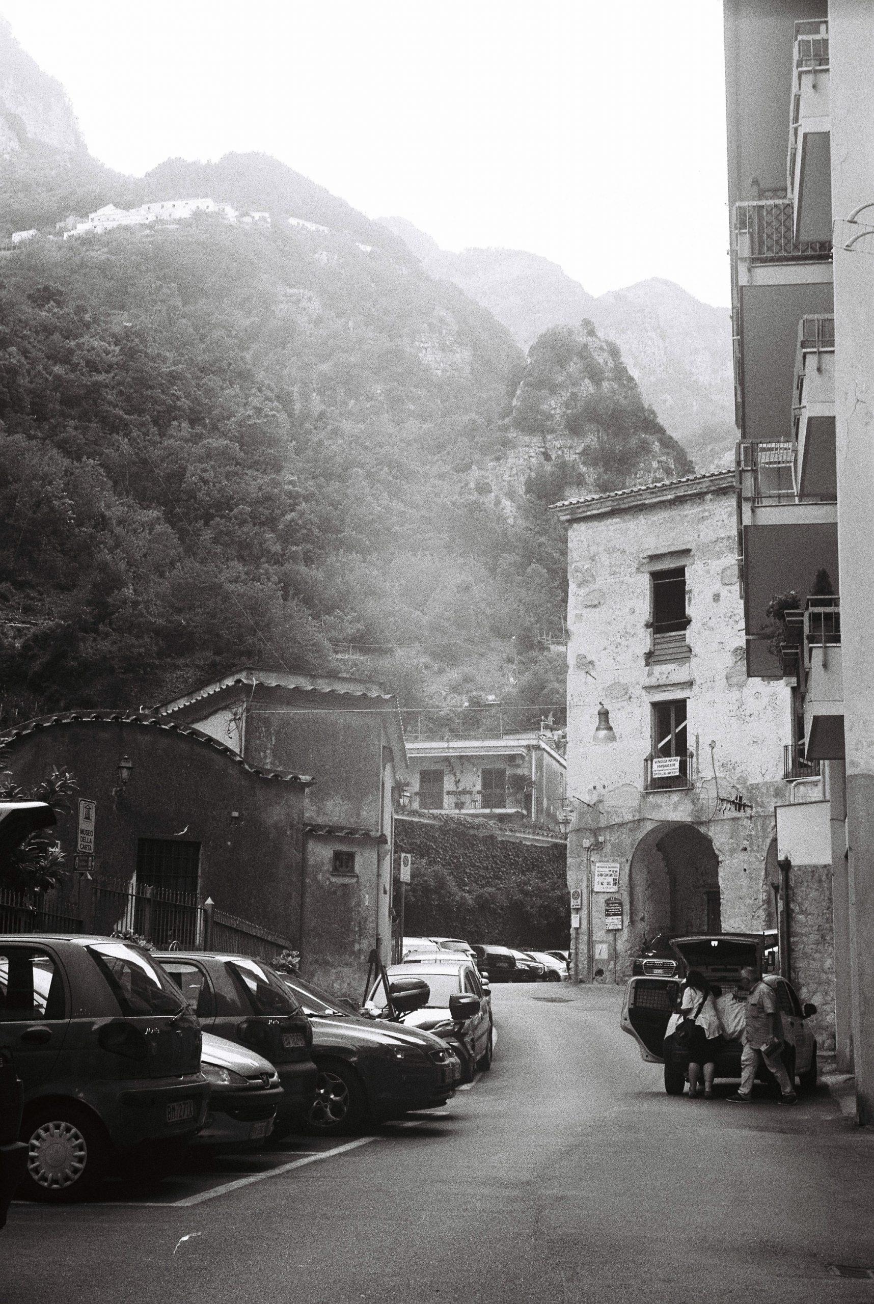 Categorie: Reportage, Street; Photographer: ALESSANDRO GIUGNI; Location: Milano (MI), Venezia (VE), Bergamo (BG), Montevecchia (LC), Lugo (RA), Brunico (BZ), Innsbruck (Austria)