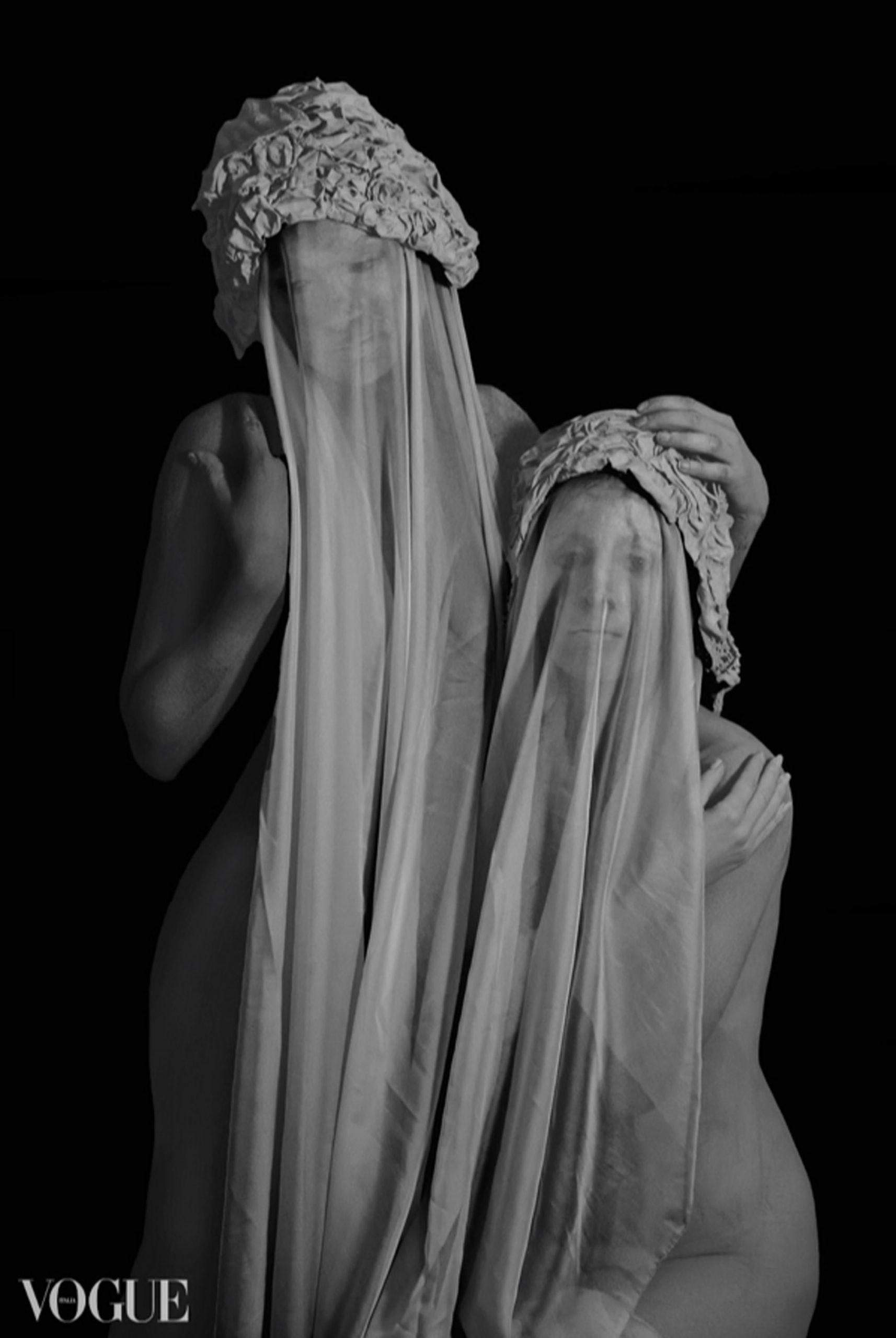 Categorie: Boudoir & Nude, Fine Art, Photographer: ROSY CARLETTI; Models: ENRICA COZZOLOTTO e LAURA PAGLIANI; Location: Verona, VR, Italia